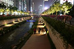 Cheonggyecheon_an_night_2%5B1%5D.jpg